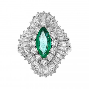 Ladies Oval Cut Emerald Ring / Platinum